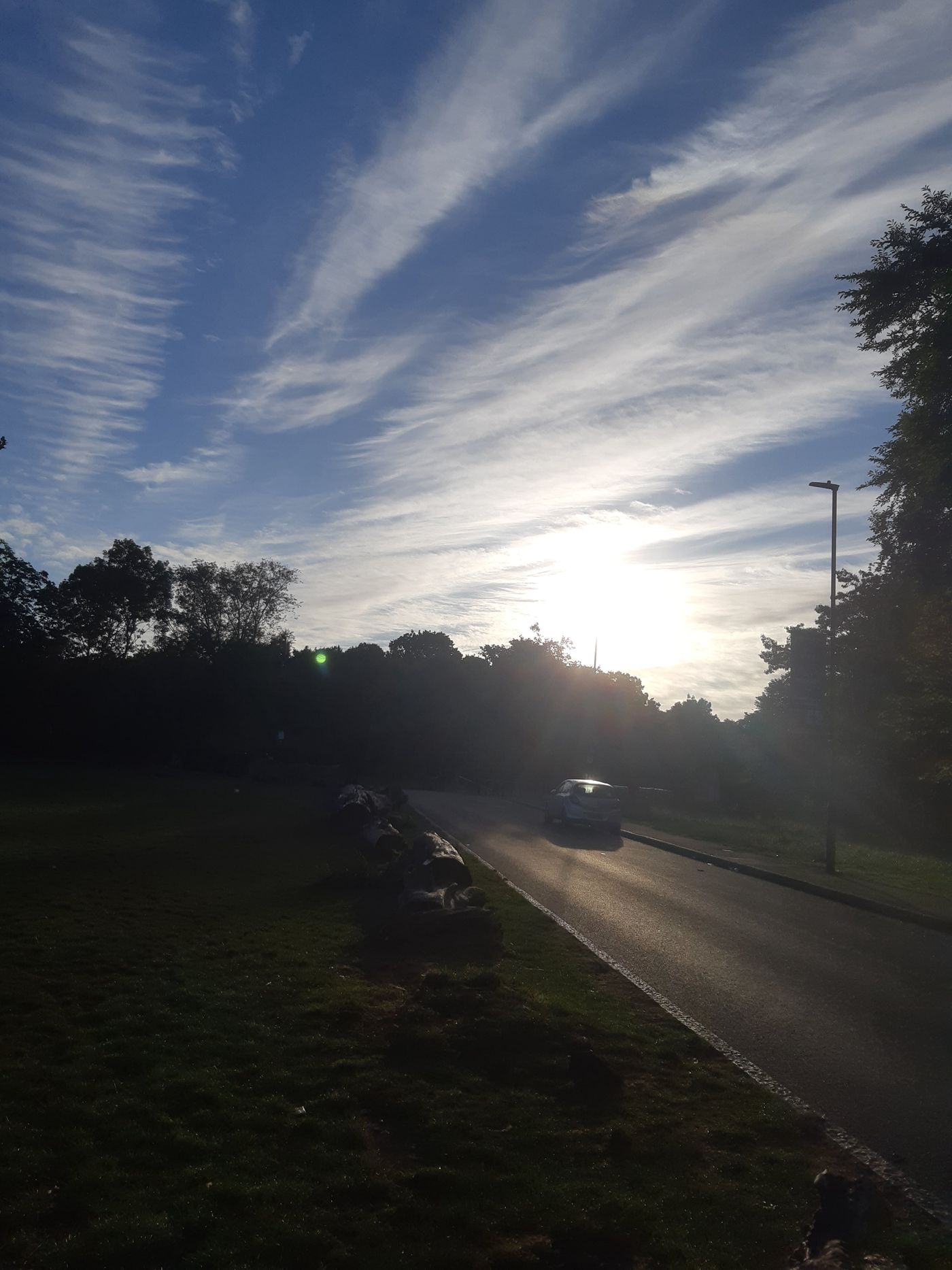 It was a beautiful sunrise this morning in Streatham Common!! Giving Salutation to Sun at 6.30am, what a start of a day 🌄🌞🙏🧘♀️🧘♂️