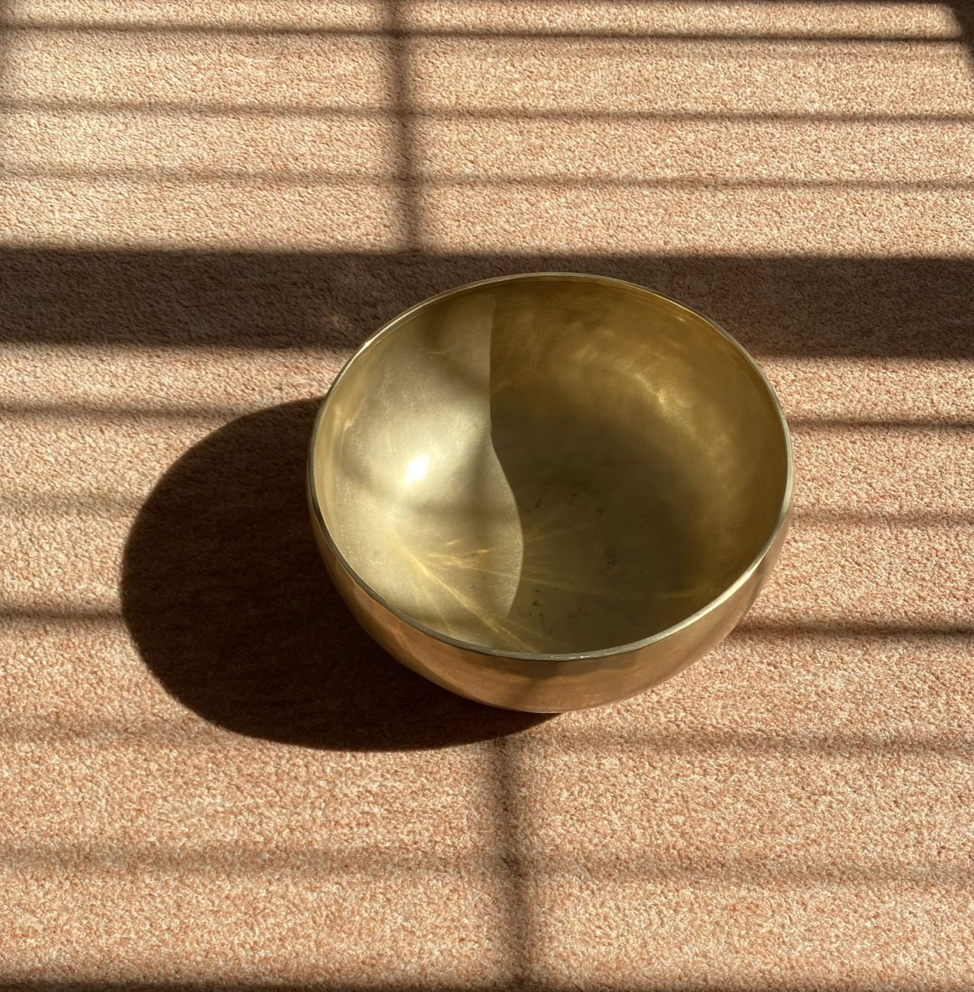 Taking time to zone out of your outer world and focus your awareness on your inner world ✨ the vibrational frequencies of the singing bowls, drum and chimes work together to restore and rebalance the cells, tissues and organs of the whole body ✨  https://bua.fit/class/BWOkJo5gHRUh