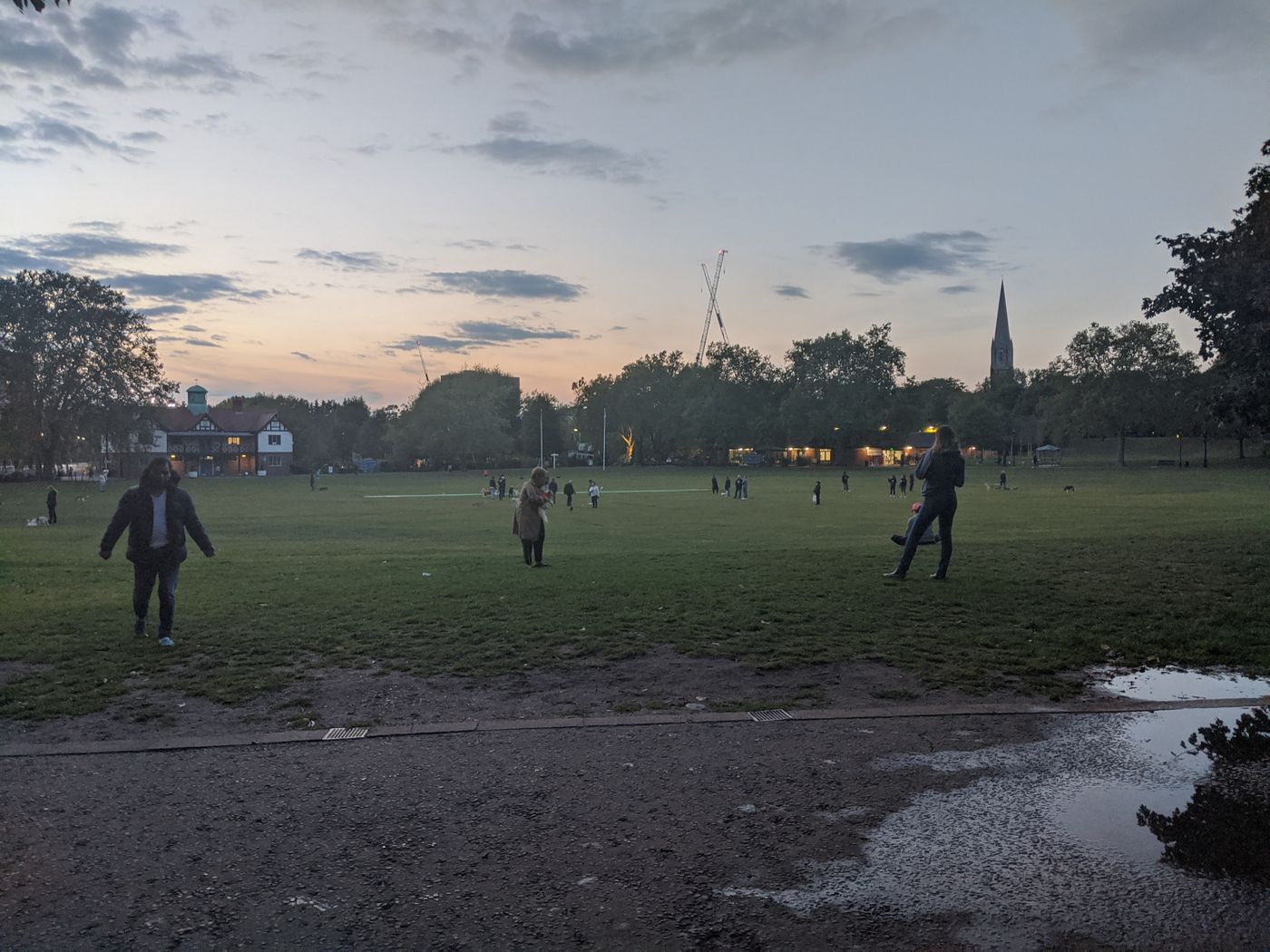 Yesterday's beautiful sunset at Paddington Rec was a great evening for a yoga session 🙏