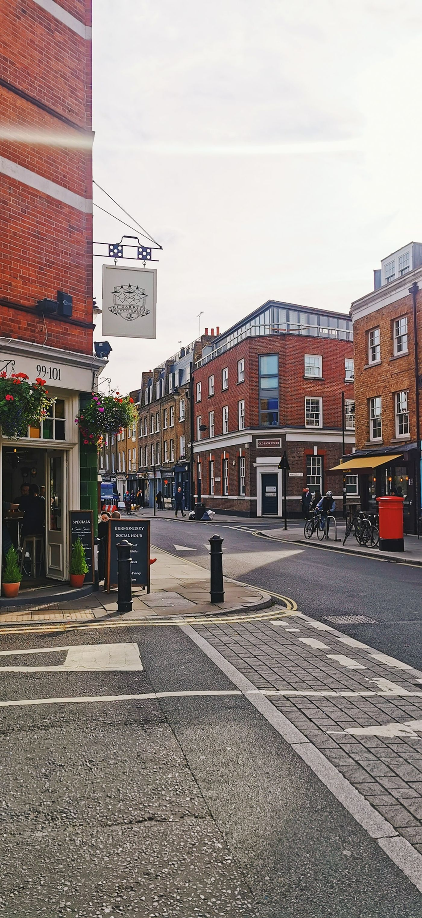 Hello Bermondsey Street! Do you know about this little, tucked away corner of London? Community vibes are string here with many independent shops and lots of familiar faces. SE1 - HIIT in the Park - Community Class - NOW LIVE!