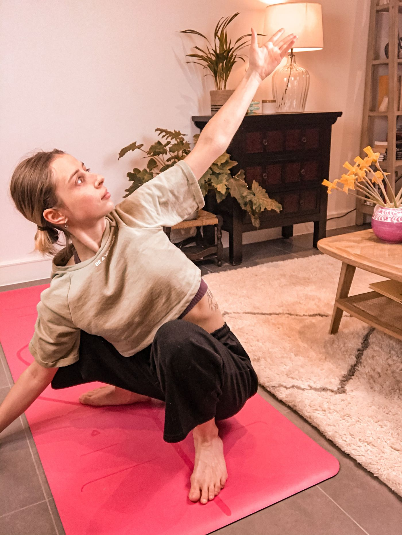 This is your quick reminder to schedule some 'me-time' and prep to slow down over this weekend.🧘🏼 If you are finding it tough try this: >breath in for a count of 4 >hold for a count of 4 >exhale for a count of 6 repeat x3 > helps to activate the parasympathetic nervous system, decrease anxiety and stress >>Class Details: https://bua.fit/class/WO3EjUILGOu3