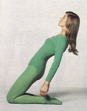 This is Ustrasana or Camel Pose. An excellent pose to work into, this stimulates the Anahata or Heart Chakra, plus working the back, core, quadriceps and spirit. Tonight's Wind Down Wednesday we'll be slowly working into this beautiful heart 💚 opener.