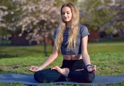 Nurturing, calm and peaceful morning Yoga flow