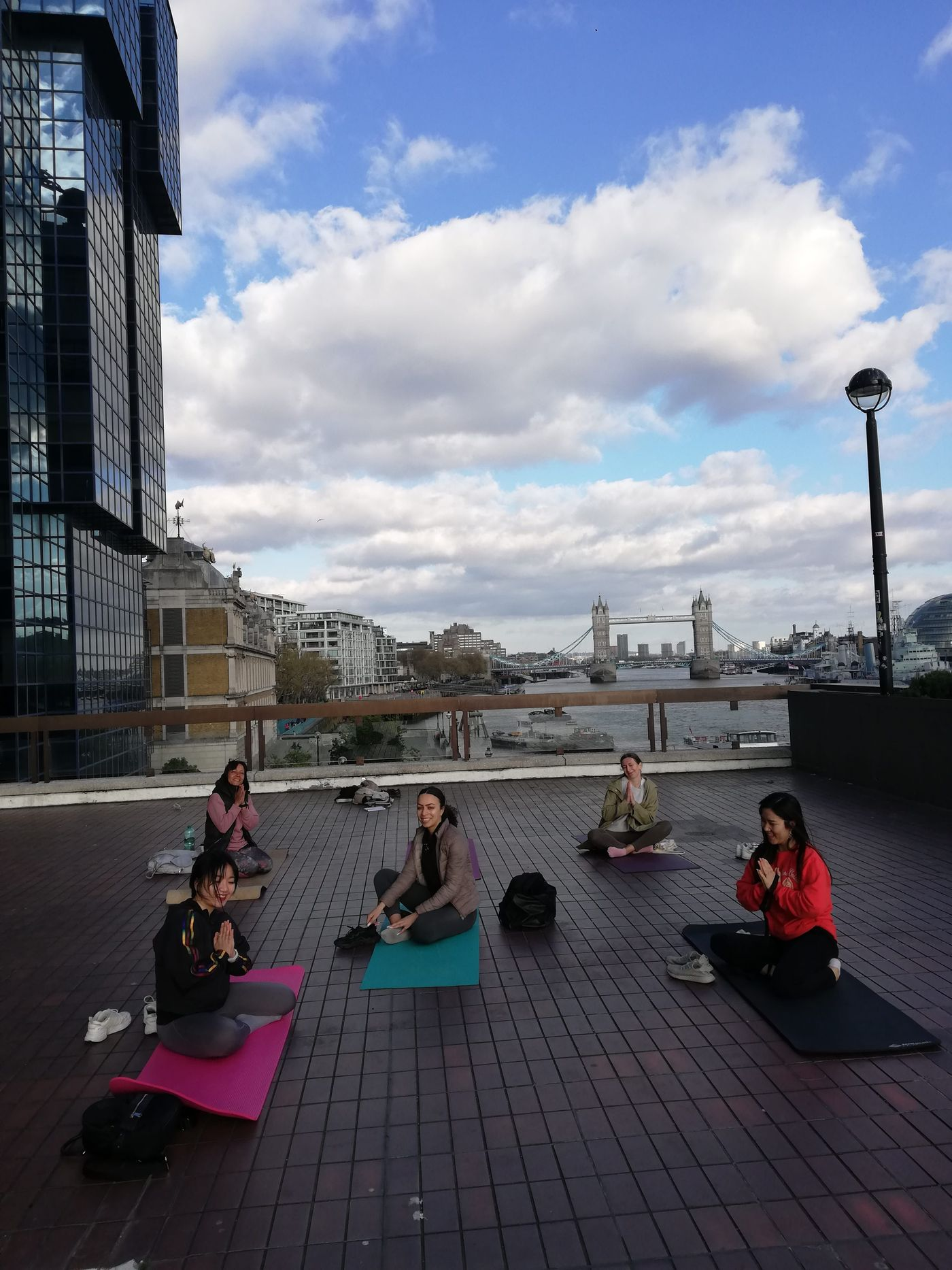 Regenerating energy though yoga and meditation in one of the nicest spots for Tower Bridge views is not a dream anymore it is a Sunday class 🙏🌸thank you for thouse who shared practise with me 💖Have a lovely Sunday!